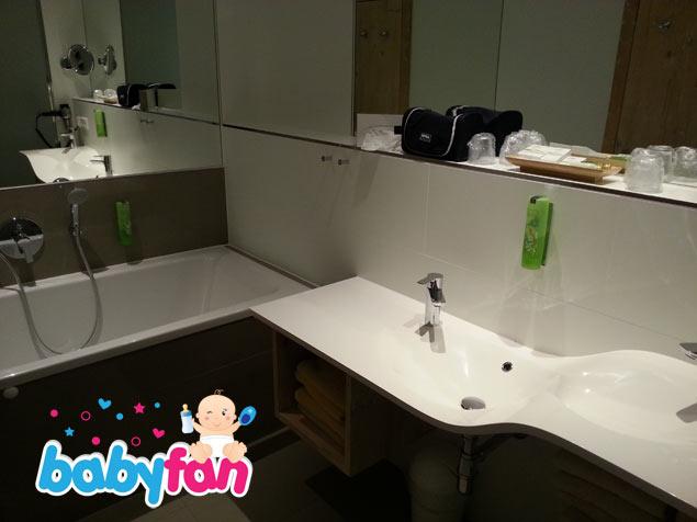 Bad im Kinderhotel Oberjoch