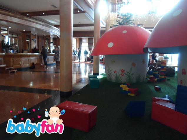 Die große Lobby im Kinderhotel